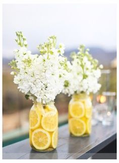 Lemon Vase. Gonna have to try this!