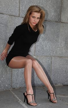 Great looking legs in hose!! So glad pantyhose are back!!!