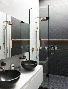 salle de bain noire éclairage indirecte lavabos noirs #salledebain #ideas #bathroom #decor