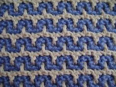 Castle Top Design, YouTube tutorial by Tanis Galik demonstrating an intermeshing crochet stitch pattern
