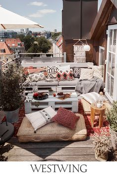 51 Magnificent Rooftop Terrace Ideas - Unique Balcony & Garden Decoration and Easy DIY Ideas 51 Magnificent Rooftop Terrace Ideas - Balcony Decoration Ideas in Every Unique Detail Living Room Trends, Cozy Living Rooms, Home And Living, Living Room Decor, Living Spaces, Bedroom Decor, Ideas Terraza, Small Balcony Decor, Balcony Decoration