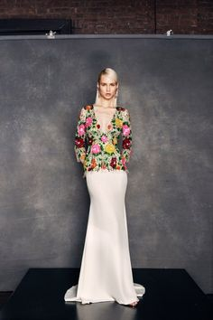 See the complete Naeem Khan Resort 2018 collection.