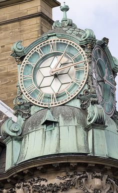 Clock tower on Emerson Chambers, Newcastle upon Tyne, England, by Les Bessant - CC BY-NC-ND Unique Clocks, Cool Clocks, Vintage Clocks, Vintage Room, Vintage Kitchen, Tick Tock Clock, Outdoor Clock, Somewhere In Time, Time Stood Still