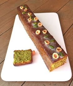 Cake pistaches et noisettes de Christophe Felder - The Best Chefs Recipes Chef Recipes, Sweet Recipes, Whole Food Recipes, Cheesecake Cake, Brownie Cake, Easy Desserts, Dessert Recipes, Chefs, Pastry Design
