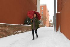 Magali braving the snow with her Jonas #umbrella