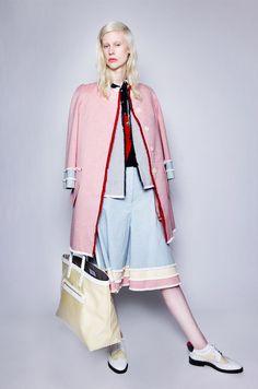 The complete Thom Browne Resort 2016 fashion show now on Vogue Runway. Uni Fashion, Fashion Line, Runway Fashion, Fashion Show, Womens Fashion, Fashion Design, Fashion Trends, Thom Browne, Lanvin