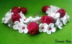 """Купить Браслет """"Яблонька"""" - белый, рубиновый, темно-розовый, яблоко, яблоня, цветы, браслет"""