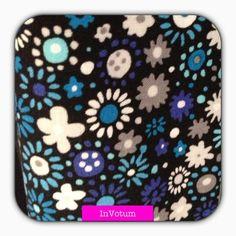 Baumwoll Stoff Blumen, blau, schwarz, weiss, 50 cm von InVotum auf Etsy