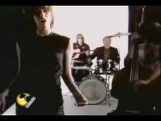 """""""I go to Sleep"""" by The Pretenders [1981 video]"""