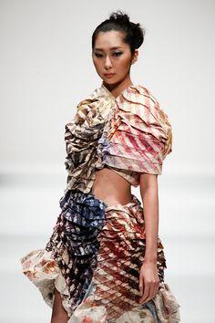 Tokyo New Designer Fashion Grand Prix SS 2013 detail Fashion Art, New Fashion, Color Fashion, Fashion Design, Fashion Trends, Fashion Ideas, Harmony Design, Young Designers, Red White Blue