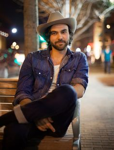 Going to see you him in April in Glasgow !!! Most amazing musician, Shakey Graves