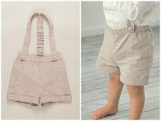 Die kurze beige/ braune Shorts mit Trägern aus Chambray hat am Bauch einen regulierbaren Gummizug, der die Hose nicht rutschen lässt. Ebenso besitzt der Träger am Rücken einen Gummizug, um die Hose...
