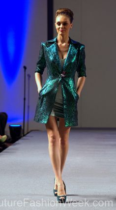#moteuke #couture #stil #design #modell #kvinne #mote #fashion #2013 #marisolhenriquez #kåpe #blå