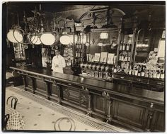 "New York: Billie's Bar, Street and First Avenue, Manhattan. Photo by Berenice Abbott, the ""Changing New York"" photo project. New York Architecture, Architecture Images, Vintage New York, Vintage Bar, Bar Speakeasy, Ville New York, Saloon, Berenice Abbott, Pub"