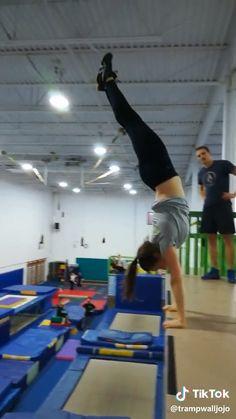 TikTok Italia - Cartoon Videos Kids For 2019 Gymnastics Tricks, Gymnastics Workout, Funny Video Memes, Funny Short Videos, Choreography Videos, Dance Videos, Stunt Video, Amazing Gymnastics, Wow Video
