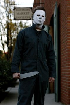 Michael Myers. The one horror movie monster undeterred by very busy and very public situations. Jason may have gone to Manhattan but didn't even need to get the cops called on him because he melted away. Michael always handles himself very intelligently and tactfully. Even Freddy doesn't do that well when. Thrown into a crowd.