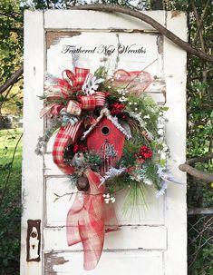 This Christmas Wreath Christmas Door Decorations, Deco Mesh Wreaths, Wreaths For Front Door, Holiday Wreaths, Holiday Decor, Christmas Bird, Country Christmas, Vintage Christmas, Christmas Crafts