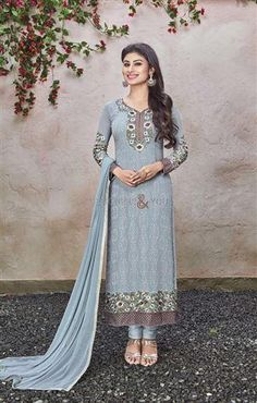 Pakistani suit pattern salwar kameez with parallel shape style Visit: http://www.designersandyou.com/dresses/bollywood-dresses #BollywoodBride #Model #BollwoddCelebs  #Inspiring #Atrractive #Bollywood #IndianFashion #Editorial #Glamour #BollywoodBride #Fashion #Beauty #Awesome #Wedding