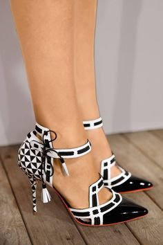 These are great shoes! Printed black and white love these