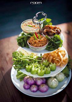 รวม 10 ร้านอาหารไทย เอาใจคุณแม่ - room magazine Janta Low Carb, Thai Food Menu, Party Food Buffet, Authentic Thai Food, Thai Street Food, Food Garnishes, Fusion Food, Cafe Food, Asian Cooking