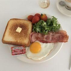 toast, eggs, bacon and lettuce Think Food, I Love Food, Good Food, Yummy Food, Tasty, Comida Disney, Food Goals, Cafe Food, Aesthetic Food