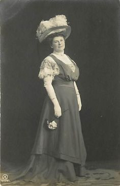 REAL PHOTO-WOMAN WEARING FEATHER HAT-GLOVES-EARLY-K20997