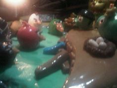 Angry Birds cake by Yolanda Brito (details of the battle)