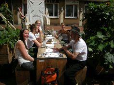 ruhrgebietMITTE - er bloggt - betreibt Kulturvermittlung: Ortsbegehung Witten hier das Schwarzmarkt Team