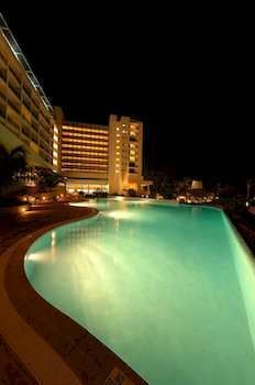 Get a night time dip at the Hilton Barbados Resort, minutes from Needhams Point and George Washington House. This 4-star resort is within close proximity of Garrison Savannah and Barbados Museum and Historical Society. #barbados #resort #hilton #holiday #vacation #pool #hotel #night  Get a beach tour along with your room too!