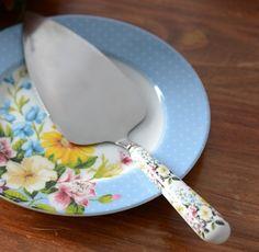 Katie alice english garden porcelain handled shabby chic cake slice Katie  Alice Alice 0d43311e1d5