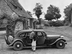 Citroën lança en 1938 la version commerciale. Un break disposant de toute une série d'éléments novateurs pour l'époque. Après guerre, il faudra attendre pour les voir réapparaître sur les chaînes de montage du quai de Javel.