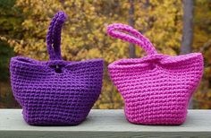 Check out 15 amazing and totally FREE crochet bag patterns... from market sacks to clutches to summer beach bags! ༺✿ƬⱤღ https://www.pinterest.com/teretegui/✿༻