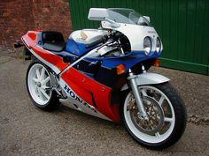 1989 Honda RC30 - the ultimate
