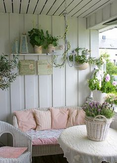Porch ...very country cottage.