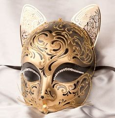 Would be awesome to wear this for New Years or a mask ball!