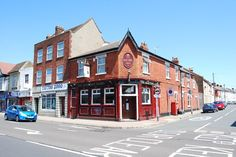 The Electric Arms in Fratton Road. Designed by A E Cogswell and opened in replacing earlier pubs on the same site. Portsmouth Pubs, Nottingham, Hampshire, Buildings, Arms, Electric, England, Memories, Mansions