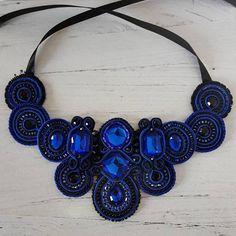 Collana in soutache con cristalli e perline black & blue