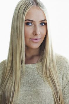 Lauren Curtis, beauty vlogger, tons of followers, amazing tips & helpful videos