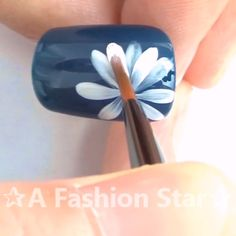 Uñas One Stroke, One Stroke Nails, Flower Nail Designs, Acrylic Nail Designs, Simple Acrylic Nails, Simple Nails, Star Nail Art, Star Art, Sponge Nail Art