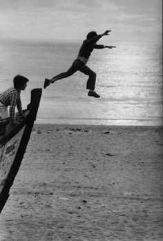 The Human Condition – Old-School Photographs by Sabine Weiss - Pondly Robert Doisneau, Black White Photos, Black And White Photography, Sabine Weiss, Willy Ronis, Light Year, French Photographers, Pictures Of People, Jolie Photo