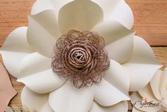 Pieza central de boda de telón de fondo flores grandes de