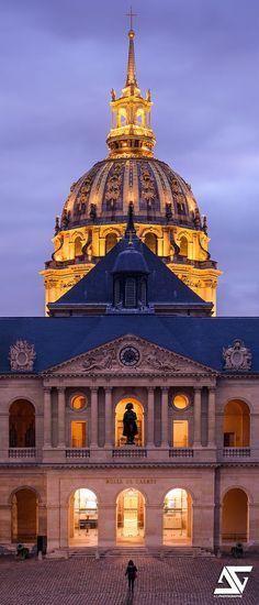 France Travel Inspiration - Cour des Invalides, Paris, France
