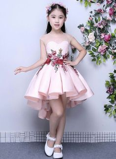 Kinderkleidung – fatma şahin – Join the world of pin Cute Little Girl Dresses, Dresses Kids Girl, Cute Dresses, Kids Outfits, Flower Girl Dresses, Dresses Dresses, Fashion Dresses, Fashion Kids, Women's Fashion