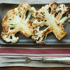 Os adeptos ao cardápio vegetariano já podem comemorar: tem bife de couve-flor no #BlogPitadas! Além de simples, a ideia é original e muito saborosa!