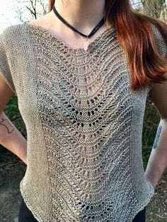 Free Knitting Pattern for Lace Panel Top - Sleeveless pullover with feather and . Free Knitting Pattern for Lace Panel Top - Sleeveless pullover with feather and fan lace panel that creates a naturally . Sweater Knitting Patterns, Lace Knitting, Knitting Designs, Knitting Sweaters, Summer Knitting, Double Knitting, Knitting Ideas, Gilet Crochet, Crochet Top