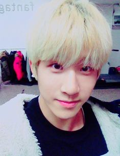 [TWITTER/FACEBOOK UPDATE]  눈꽃데이트를 위해서 연습하고이써용멤버들이 팬여러분 보고싶다고 전해달래요~~~ 다들 눈꽃데이트때 만나요~^^ 사아라앙해애요오!! -진진-I'm practicing a lot for the Snowflake dateThe members miss our fans and we want to see you~~~Everyone, lets meet on the Snowflake date~^^I love you!!♥-JinJin-  © translated by madi via with-astro