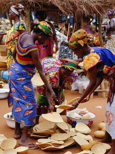 Women at Friday Market, Vogan, Togo; by Pershouse Craig