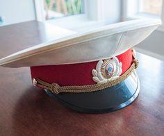 Chapeau d'officier militaire à visière de l'armée soviétique de la boutique 3rvintages sur Etsy Soviet Army, White Caps, Caps Hats, Captain Hat, Military, Boutique, Etsy, Vintage, Collection