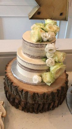 Rustic vanilla buttercream fit for a fairy tale bridal shower💛✨ Vanilla Buttercream, Breakfast Cake, Shower Cakes, Bridal Shower, Fairy, Rustic, Desserts, Food, Shower Party