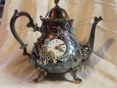 Taking Tea With The Queen- Steampunk Silver Plated Jeweled Teapot with Aurora Borealis Vintage Jewelry and Porcelain Clock Face Style Steampunk, Steampunk Crafts, Steampunk Design, Steampunk Fashion, Steampunk Gadgets, Steampunk Interior, Steampunk Couture, Victorian Steampunk, Vintage Costume Jewelry